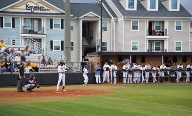 Strong pitching leads Owls in series win over UTM after falling to UGA