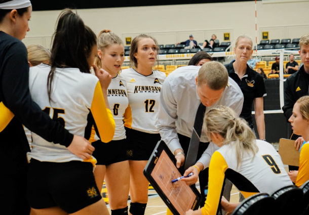 Volleyball clinches No. 2 seed, heads into postseason