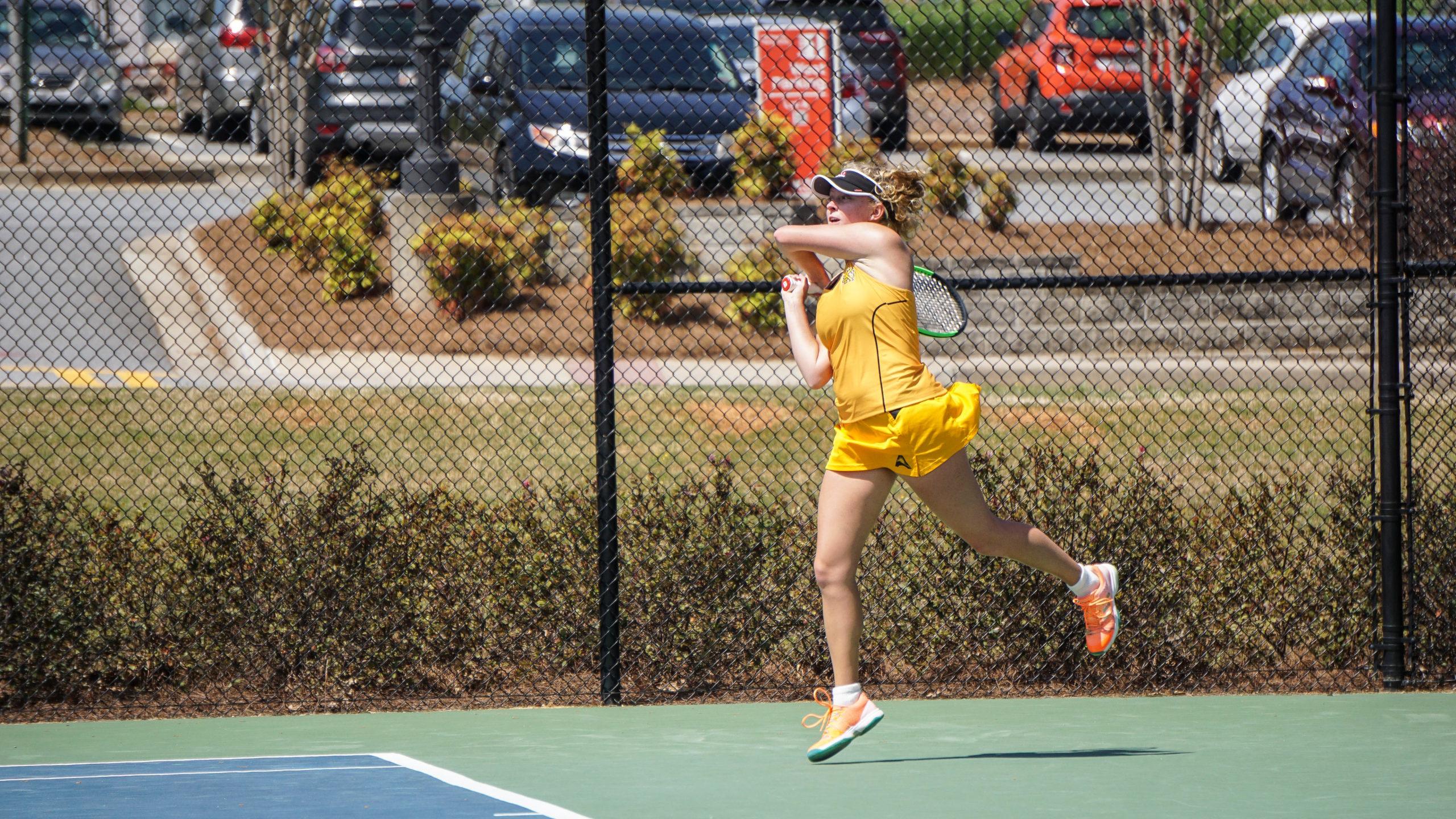 Women's tennis falls to Davidson, earns first win over ASA Miami
